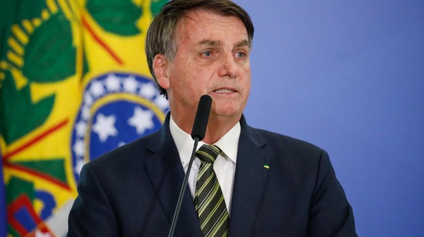 O presidente Jair Bolsonaro durante posse de ministros em Brasília: governo tem nomeado para cargos do segundo escalão nomes indicados por partidos do centrão.