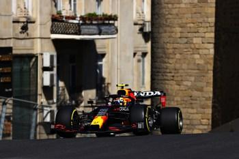 Sergio Pérez e Max Verstappen lideraram as sessões nesta sexta-feira (4) no circuito de rua de Baku; pilotos da Mercedes ficam fora do top 10