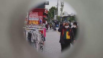 """Apelidado de """"terceiro olho"""", o dispositivo emite som quando detecta objetos pelo caminho"""