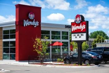 As ações da Wendy's (WEN) subiram mais de 25% nas negociações do final da tarde desta terça-feira (8). GameStop que se cuide