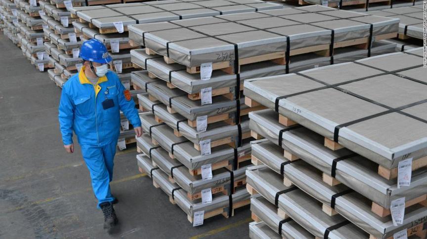 Mercadorias em armazém de comércio exterior na China: exportações no menor nível em quatro anos