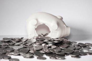 Análise feita pela Economatica aponta que a poupança caiu 6% em 12 meses, percentual de queda que não era registrado desde outubro de 1991