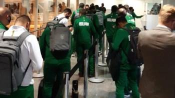 Jogadores e comissão técnica desembarcaram em Goiânia na noite de quarta-feira (9); equipe deve estrear na competição na segunda (14) contra o Paraguai