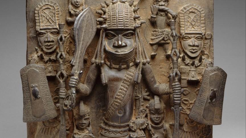 Placa de bronze de Benin que será devolvida à Nigéria
