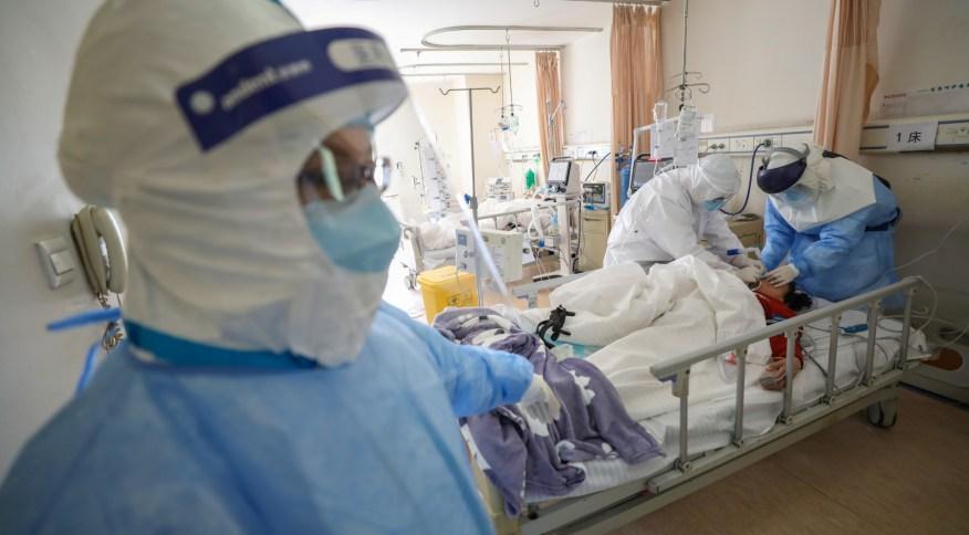 Equipe médica atua em hospital de Wuhan, China, primeira cidade do mundo a registrar caso do novo coronavírus