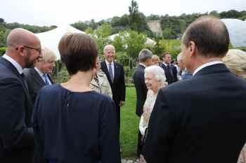 Monarca de 95 anos e outros membros sênior da realeza britânica encontraram presidentes e primeiros-ministros para jantar