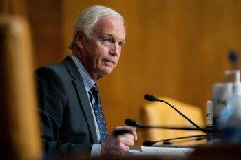 A porta-voz de Johnson, Alexa Henning, disse à CNN que a conta do senador será suspensa por uma semana