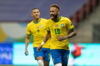 Com gols de Marquinhos e Neymar, Seleção larga na competição com vitória em Brasília