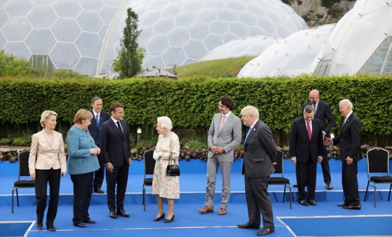 Em reunião do G7 na Inglaterra, líderes se encontram com a rainha Elizabeth II