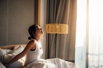 De acordo com a pesquisa, hábitos naturais de sono alinhados com os horários tradicionais de trabalho e escola podem favorecer a saúde mental