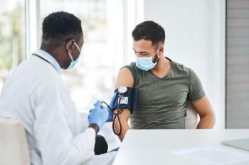 Nos últimos 30 anos, o número de pessoas vivendo com pressão alta dobrou em todo o planeta, chegando a cerca de 1,4 bilhão de hipertensos