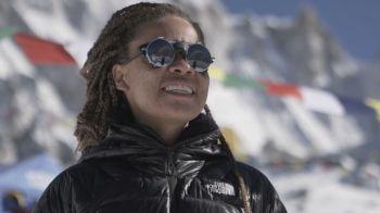 Aretha Duarte, de 37 anos, ficou 54 dias na montanha até chegar ao topo
