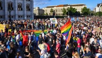 O primeiro-ministro nacionalista linha-dura tem se tornado cada vez mais radical em sua política social, criticando os imigrantes e a comunidade LGBTQI+