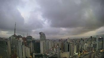 Capital paulista também deve registrar garoa no fim do dia