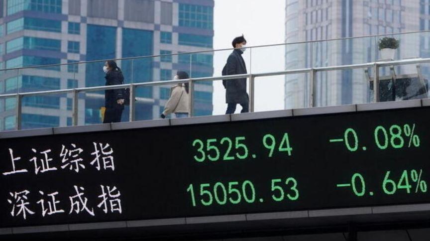 Telão em Xangai mostra flutuação dos mercados acionários