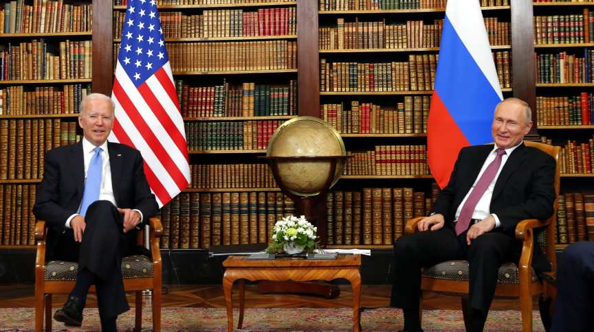 Joe Biden e Vladimir Putin posam em Genebra, na Suíça