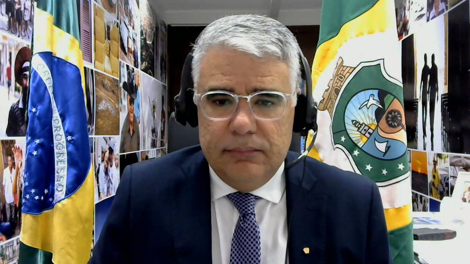 O senador Eduardo Girão (Podemos-CE) em entrevista à CNN