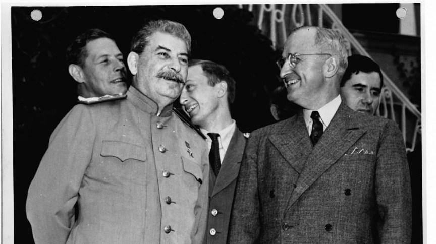 O líder soviético Joseph Stalin e o presidente americano Harry Truman, durante a Conferência de Potsdam, em 1945