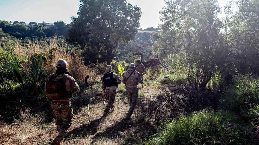 Policiais se mobilizam para capturar Lázaro Barbosa, foragido suspeito de assassinatos em série, em Girassol, distrito do município de Cocalzinho de Goiás (GO)