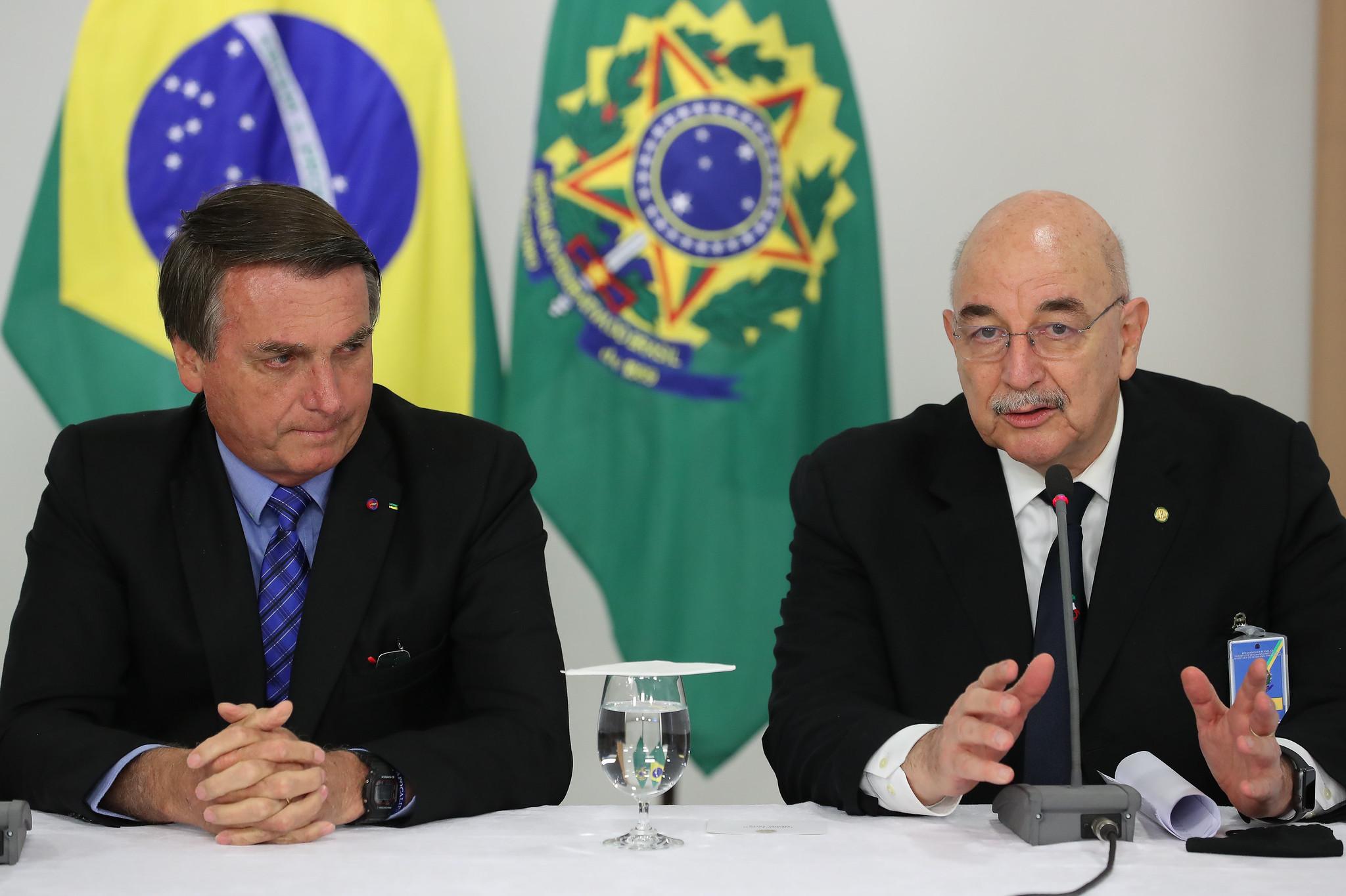 O presidente Jair Bolsonaro e o deputado federal Osmar Terra em evento