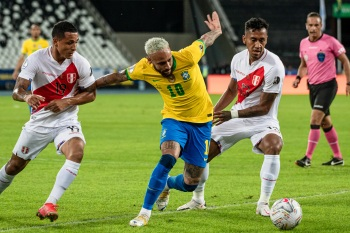 Equipes se enfrentaram na noite desta quinta-feira (17) em jogo válido pela 2ª rodada da fase de grupos