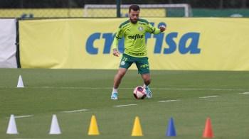 Clube informou que o atleta 'ficará afastado das atividades pelo prazo que o Departamento de Futebol entender necessário'