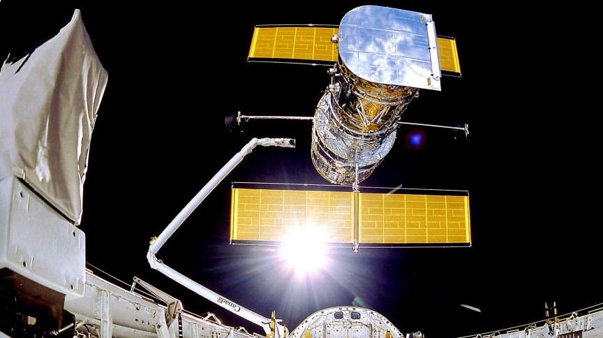 O Telescópio Espacial Hubble foi implantado em 25 de abril de 1990 a partir do ônibus espacial Discovery