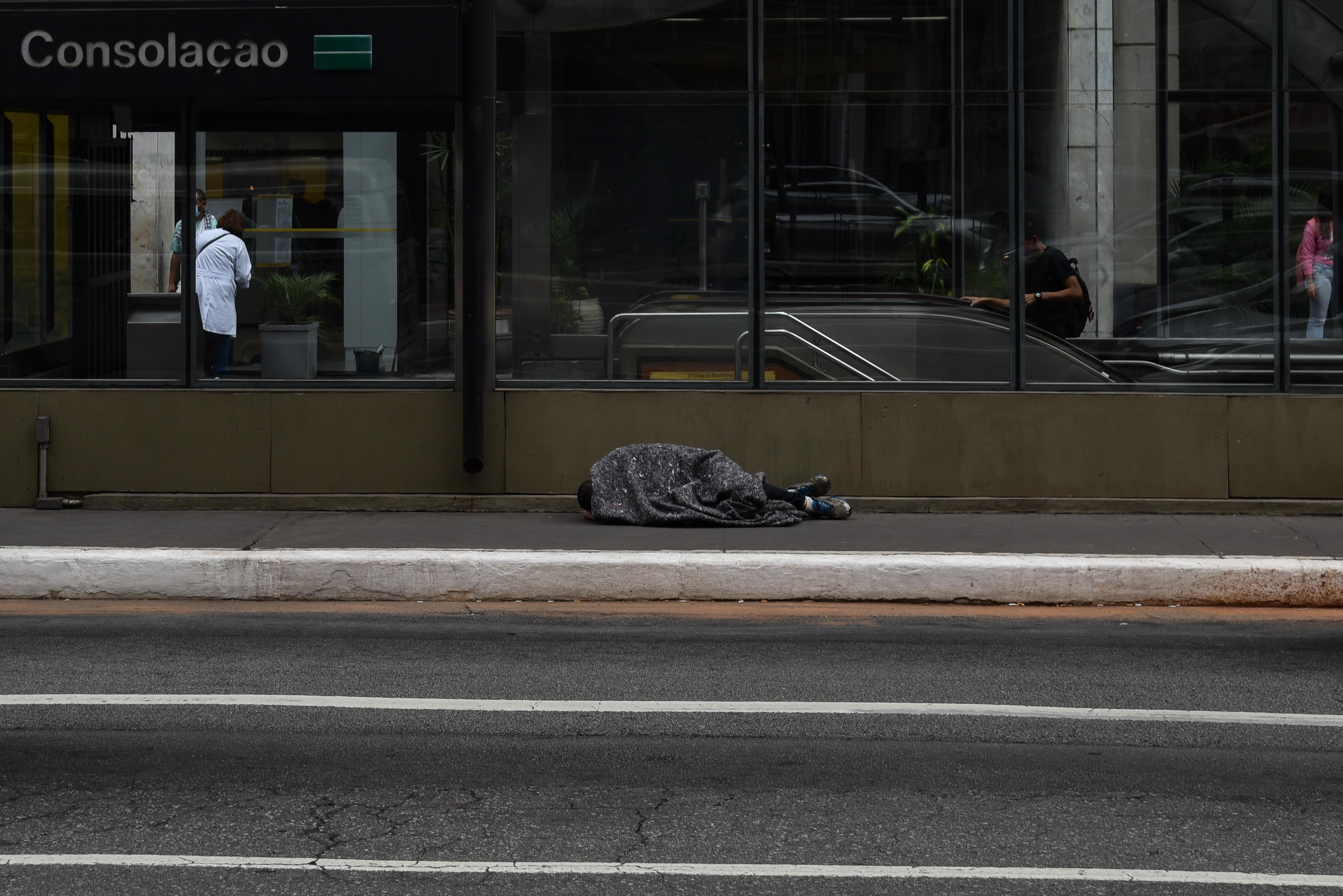 Homem em situação de rua em SP