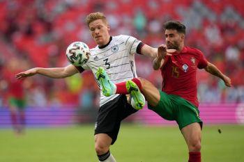 Equipe alemã vence de virada após jogo acirrado que contou com dois gols contra do time de Portugal