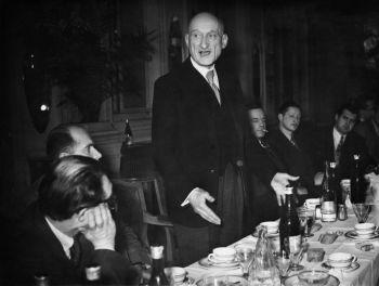 """Um comunicado do Vaticano afirmou que o papa aprovou um decreto reconhecendo """"virtudes heróicas"""" de Schuman"""