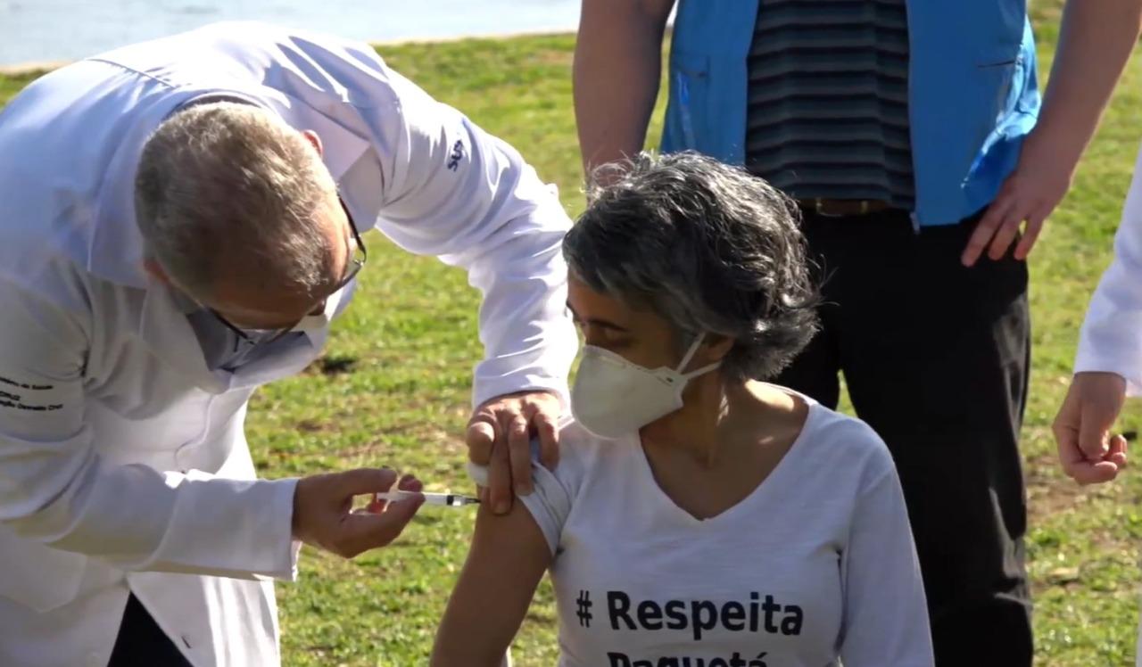 Queiroga aplica vacina em Paquetá, no Rio de Janeiro