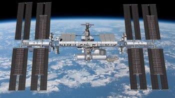 Os painéis ajudarão a fornecer um aumento de energia para a estação espacial
