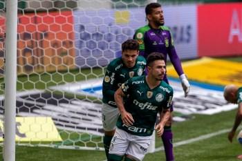 Willian marcou os dois gols do alviverde no triunfo sobre o rival mineiro pela quinta rodada