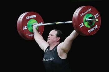 Laurel Hubbard, de 43 anos, fez transição em 2013 e é elegível para competir nas Olimpíadas desde 2015, quando o COI emitiu novas diretrizes sobre atletas trans