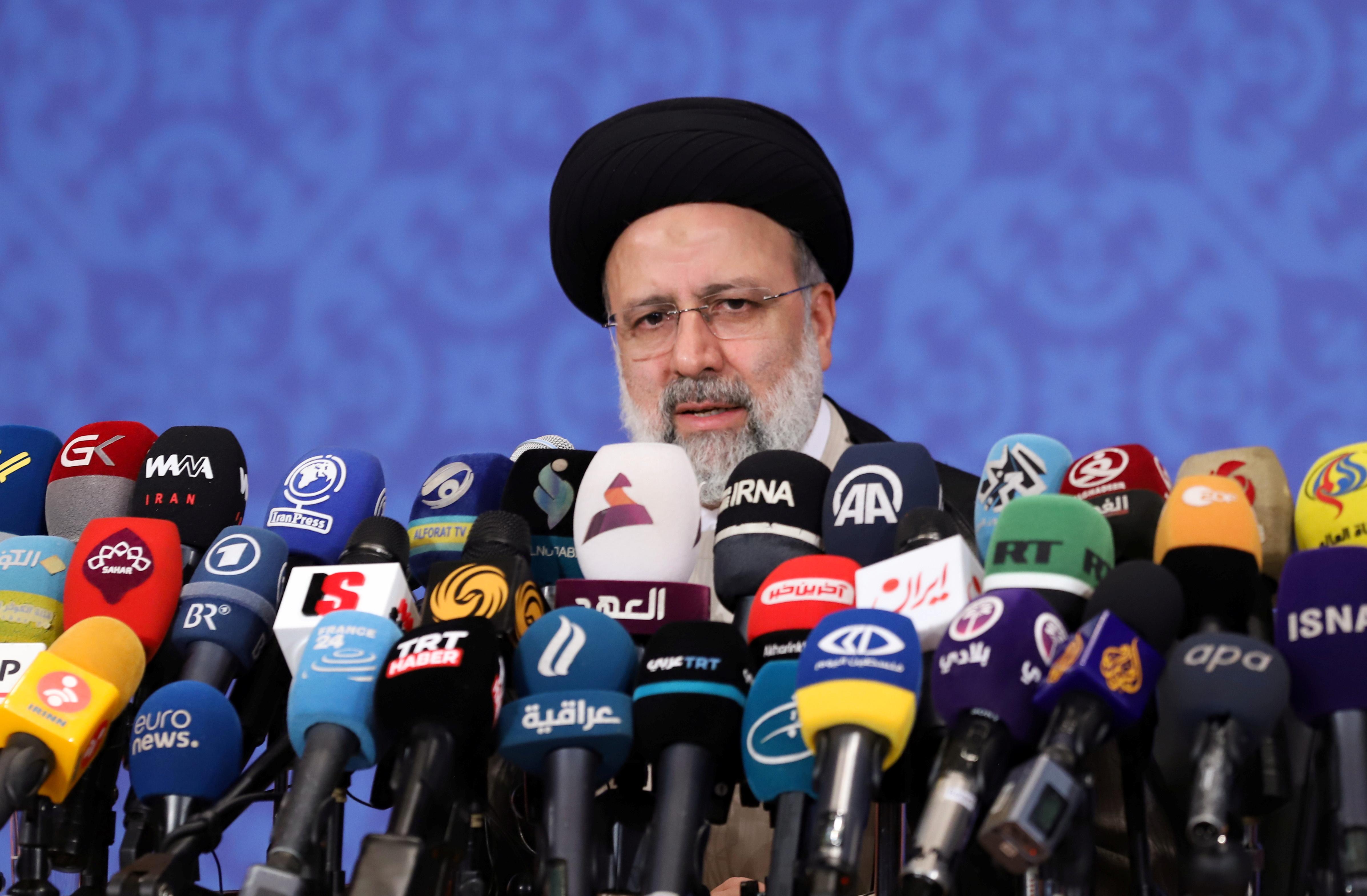 Presidente eleito do Irã, Ebrahim Raisi, durante entrevista coletiva em Teerã