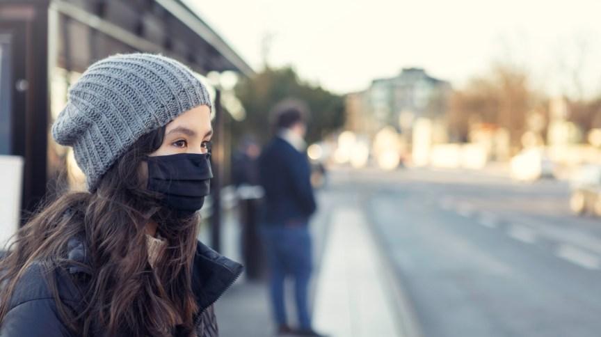 Uso adequado de máscaras e higienização das mãos podem reduzir a transmissão de doenças respiratórias
