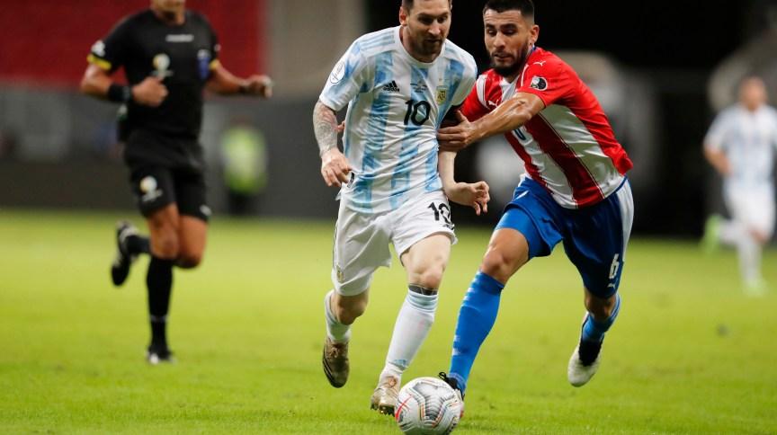 O jogador Lionel Messi durante jogo contra o Paraguai nesta segunda-feira (21) pela Copa América; partida aconteceu no Mané Garrincha, em Brasília