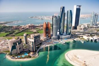 Infecções aumentaram nos Emirados Árabes Unidos no mês passado e Abu Dhabi ainda tem restrições à entrada, incluindo quarentena domiciliar e testes de PCR