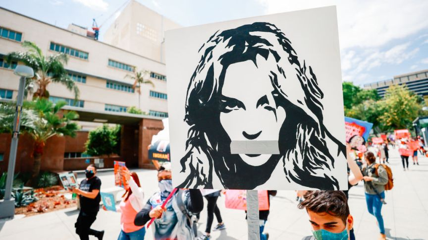 Protesto do movimento Free Britney, em 27 de abril de 2021, em frente ao Tribunal de Los Angeles, durante audiência sobre a tutela de Spears