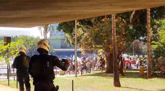 Indígenas protestam em Brasília