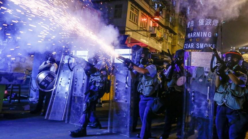 Parte da população de Hong Kong teme que lei de segurança signifique perda de liberdades civis, já que criminaliza parte dos protestos, como os de 2019