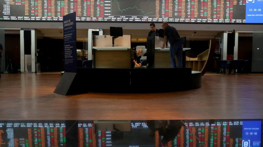 Bolsa de valores de São Paulo: Ibovespa teve sua primeira queda mensal desde março