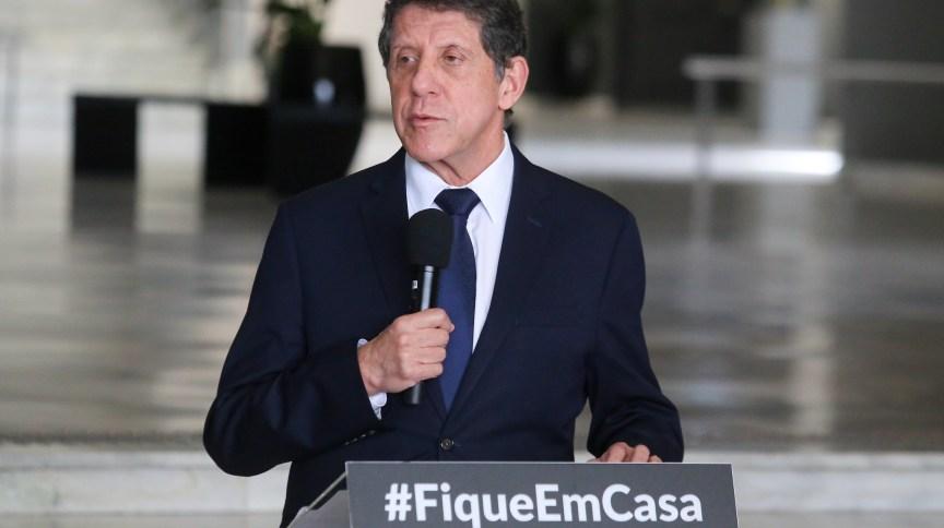 O médico infectologista, David Uip, coordenador do Centro Contingência de Coronavírus em São Paulo, 30 de abril de 2020.