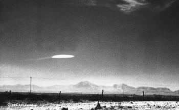 Imagens mostram supostas visitas extraterrestres em vários locais, inclusive no Brasil