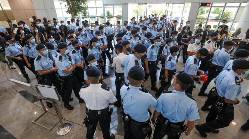 Jornal pró-democracia é fechado em Hong Kong