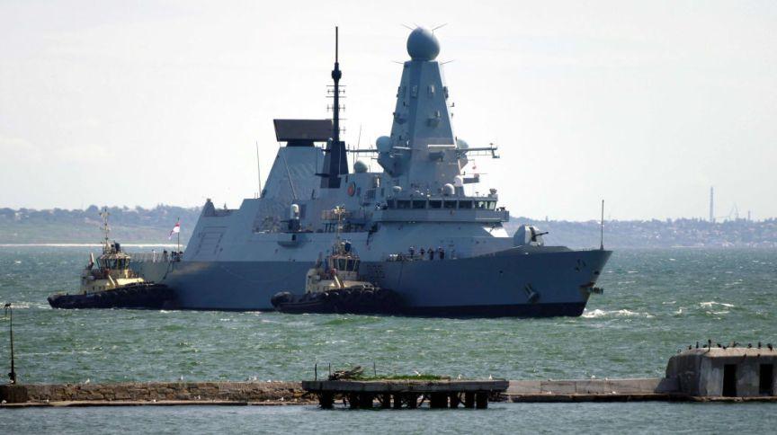 O contratorpedeiro Defender da Marinha Real no porto de Odessa, na Ucrânia