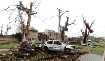 Segundo autoridades locais, tornado pode ter sido o mais violento da história do país; diversas cidades relataram destruição