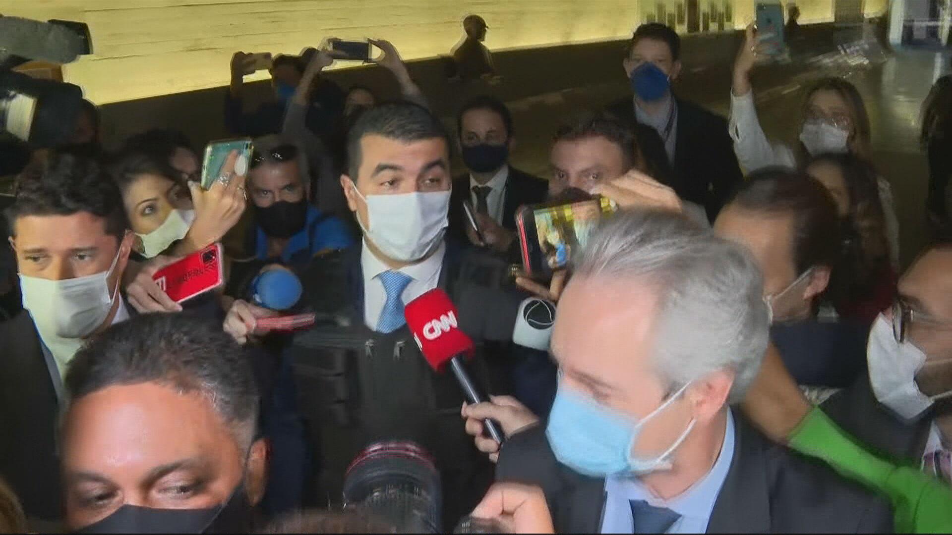 Deputado federal Luis Miranda (DEM-DF) chega para depor à CPI da Pandemia com um