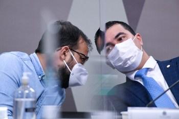 Funcionário do Ministério da Saúde e deputado federal afirmam que há irregularidades no processo de compra da vacina