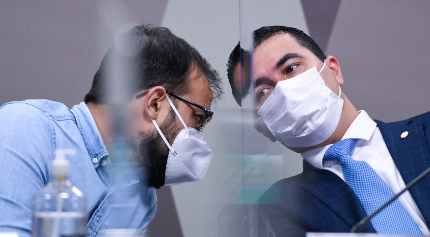 Chefe de importação do Departamento de Logística do Ministério da Saúde, Luis Ricardo Miranda (E), e deputado federal Luis Miranda (DEM-DF) (D)